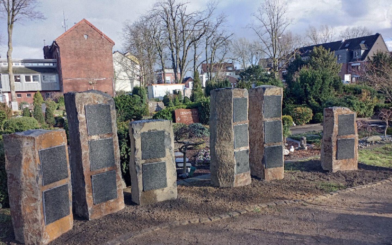 Mini-Kolumbarien, eine einzigartige neue Grabart auf dem Cranger Friedhof